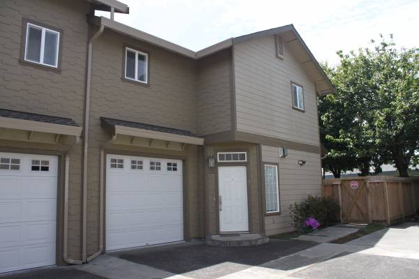 Beautiful Townhouse – $1800/2 bedrooms-1700 sq ft