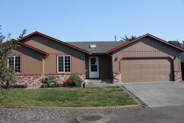 McKinleyville Home $2000/ 3 Bed, 2 Bath, 1392 sq ft
