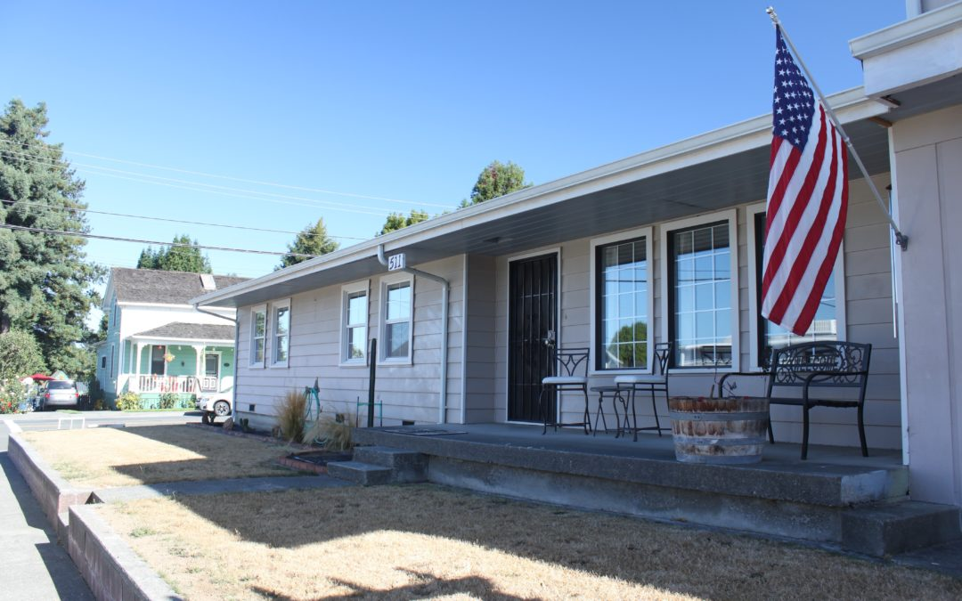 3 BR/ 1BA Furnished Home in Sunny Blue Lake