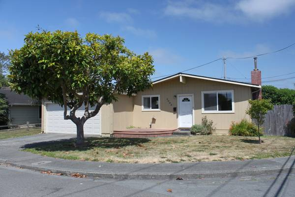3/2, 1100 sq ft Arcata Home Near the Bottoms (Greenwood Market Area)