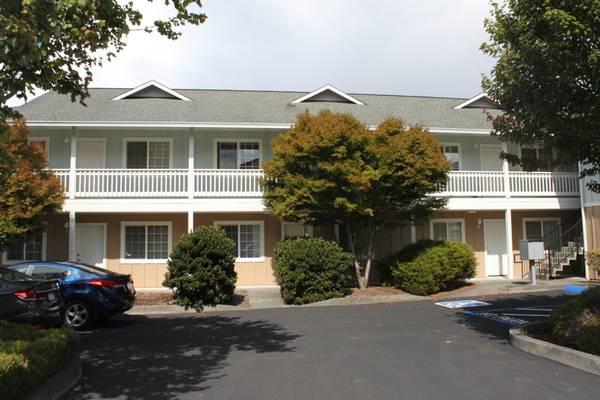 Clean Eureka Apartment – 675 ft2, $900